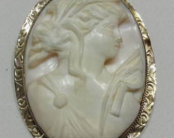 10 k yellow gold antique cameo pendant