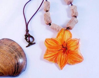 Beige flower of the Islands and beads necklace