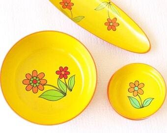 Retro Floral Serving Set // Vintage 70's Colourful Plastic Picnic Set Outdoor Entertaining