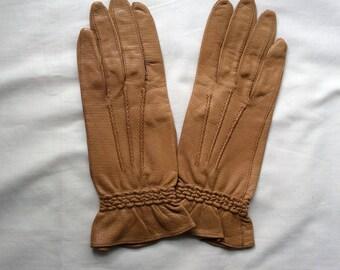 Vintage Unworn leather gloves, Tan leather gloves, size 6 1/2  leather gloves.