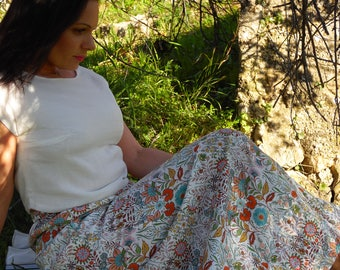 Long summer skirt in cotton with colorful flowers. Bohemian look. Floral skirt