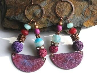 Boucles d'oreilles boho chics émaillées sur cuivre, bleu violet strass bijou émail jade agate gemmes bohème rustique gipsy gypsy émaux ooak