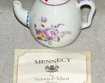 Vintage Victoria & Albert Museum Mennecy Miniature Reproduction Teapot from The Porcelain Teapot Collection by Franklin Mint 1985 (ref 5030)