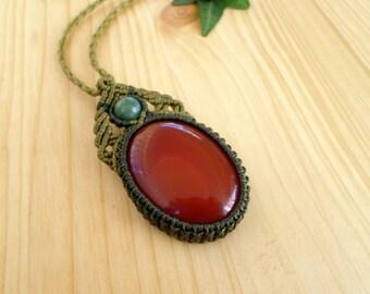 Carnelian macrame pendant, macrame jewelry, carnelian necklace, macrame stone, gemstone pendant, bohemian jewelry, hippie pendant