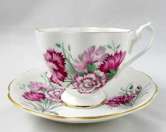 Queen Anne Carnation Flower Tea Cup and Saucer, Pink Flowers, Floral Tea Cup Vintage Bone China, Tea Cup and Saucer Set