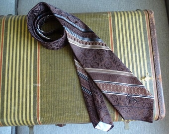 Vintage Countess Mara Necktie, Beautifully Textured Men's Neckwear, Striped Design in Handsome Browns, Made in USA for Wallachs in New York