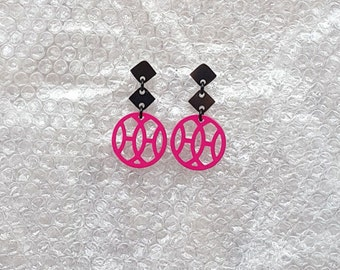 Stylish buffalo horn earrings, Dangling item = 40mm in diameter, Lacquering in Pink color