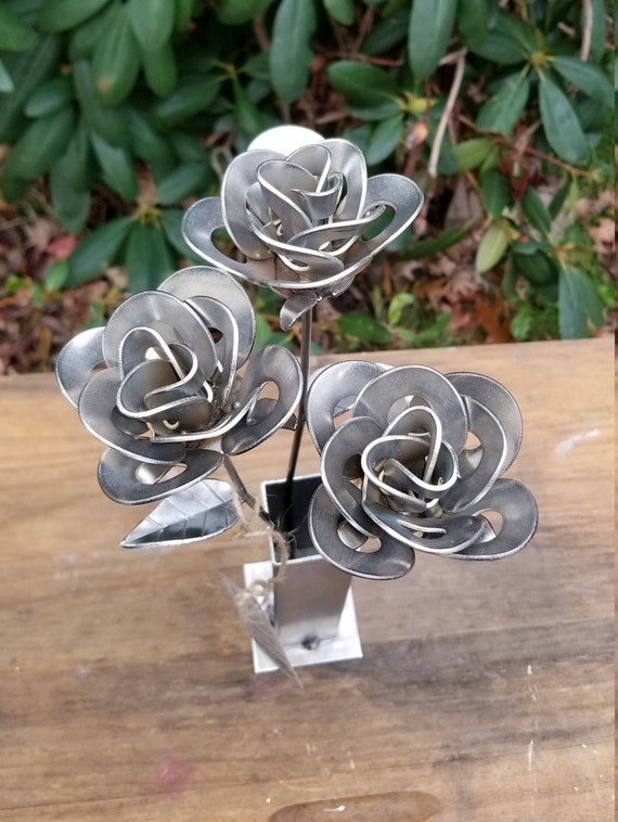 Three Metal Roses and Vase, Three Recycled Metal Roses with Vase, Three Welded Roses, Three Steampunk Roses Centerpiece, Three Roses Gift