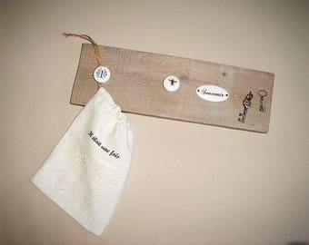 Wooden pegs and hanging keys, country chic sign