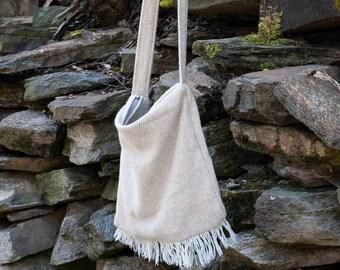 Shoulder bag with fringes - off white