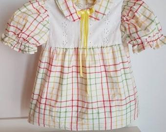 Vintage toddler dress. Eyelet bodice vintage girls dress approx 12-18 months