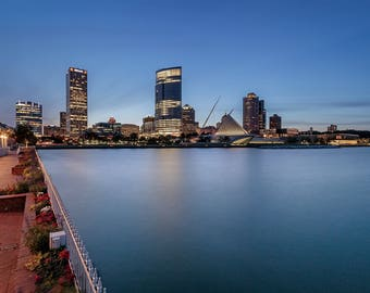 Lustre Print: Milwaukee Skyline-Night 2