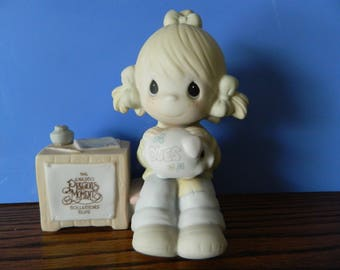 "Precious Moments Collector's Club Girl With Piggy Bank ""1981 Charter Member"" (C)"