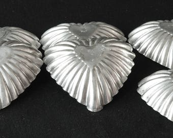 """Tin Tarte Molds Ribbed Heart Shaped In Middle Sweden 3"""" Xmas Decor"""