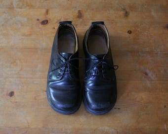 Dr Martens Doc Marten's *made in England*  black leather oxford shoes US 6.5