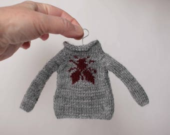 Gray Blythe sweater, Fly doll pullover, Long sleeve doll jumper, Handknitted blytheoutfit, Wool blythe clothes, Miniature Sweater with fly,