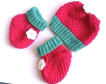 Fuchsia pink booties and hat knitted in wheat stitch