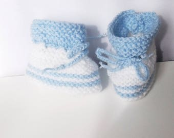 Booties in baby blue sky & white baby size 0/3