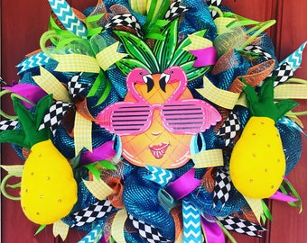 Ms. Pineapple summer wreath. Pineapple wreath. Summer wreath. Summer decor. Flamingo wreath. Flamingo decor. Party wreath.