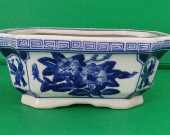 Vintage Blue and White Chinese Porcelain Cachepot Planter Flower Pot Chinoiserie Hollywood Regency
