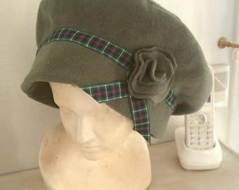 Hat, beanie or beret in wool, green