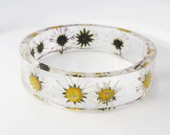 Daisy bracelet Flower resin bangle White flower bracelet Flower resin jewelry Hippie jewelry Bridesmaid gift for her Wedding jewelry