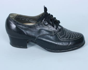 Vintage 1940s Shoes | Black Leather Oxfords with White Contrast Top Stitching | Size 4E 4 Wide