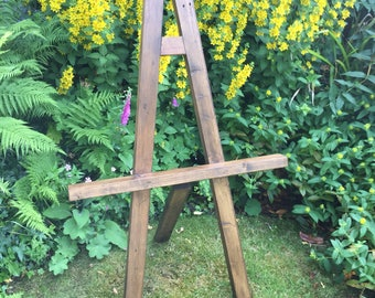 Lovely wooden rustic stand with lots of detail in the frame!
