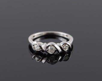 10k 0.25 CTW Diamond 3 Stone Twist Wedding Band Ring Gold