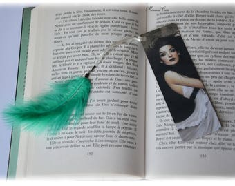 Plastified bookmark woman black and white feather green.