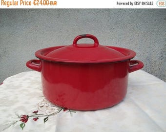 ON SALE Enamel Pot With Lid//Red Enamelware//French Enamelware//Enamel Pot//Enamel Cookware//French Enamel//French Vintage//Found And Flogge