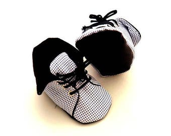 Black and white slippers booties baby mixed cotton and wool fabric, 6-9 months.