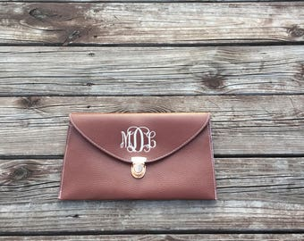FREE SHIPPING, Monogrammed Clutch, Monogrammed Clutch Chain, Monogrammed Envelope Clutch, Bridesmaid Gift, Wedding Gift, Monogrammed Purse