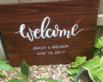 Stained pallet Wood welcome wedding sign