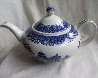 Vintage Staffordshire pottery blue willow pattern transfer ware tea pot. 11/2 pints 5 cup teapot. Woods Ware England. Tea party