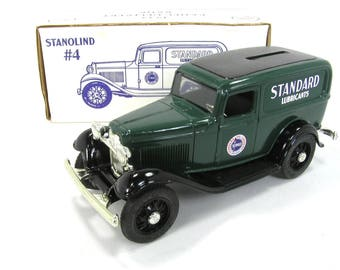 ERTL Standard Oil/Standard Lubricants 1932 Ford Panel Delivery Bank