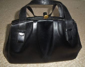 Classic Vintage/Retro/Mod/Rockabilly Early 1960's Small Black Leather Handbag/Clasp Bag