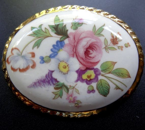 Charming vintage flower pink rose painted china gilt brooch