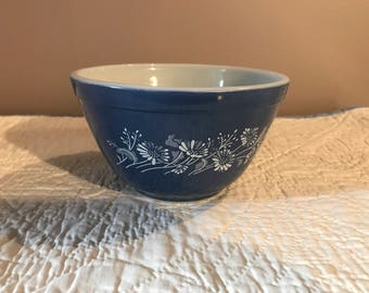 Vintage pyrex small mixing bowl, Colonial Mist Pattern, #401