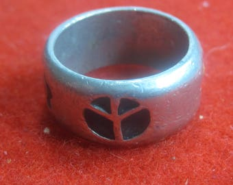 R- 13 Beautiful  Vintage Ring sterling silver size 6  1/2