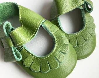 Size 1 Genuine Leather Moccasins, Green, Mary Jane, Baby Sandals, Fringe Moccasins, Handmade, Toddler Moccasins, Green Shoes, Moccasin