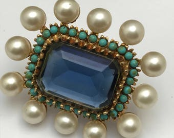 Vintage Cadoro  Pin Brooch  . Costume Jewelry