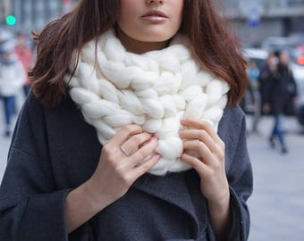 Chunky knit Scarf, Giant Knitted Scarf, Super bulky scarf, Wool Merino Yarn Scarf, Knit Scarf, Gift for Her/Him