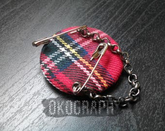 Badge / brooch / jewel of plaid with pins and chain, punk / rock / goth / emo, accessory