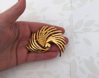 Trifari Brooch - Trifari Gold Brooch - Trifari - Trifari Jewelry - Trifari Jewellery - Trifari Vintage Brooch - Trifari Vintage Jewelry