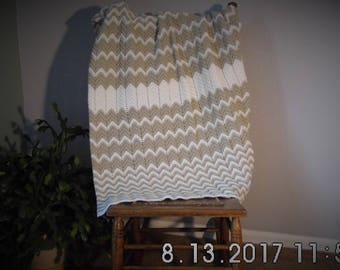 Baby Afghan in White and Beige Ripple