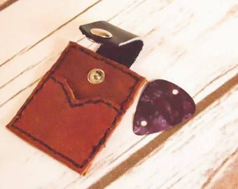 guitar pick holder, leather keyring, pick holder, gift for guitarist, leather keychain, musician gift, key chain pick, leather key fob