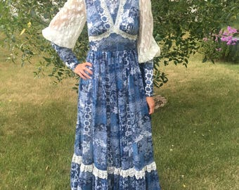 1970s  blue and white lace long sleeve Gunne Sax dress