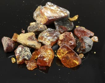 A parcel of Baltic Amber crystals, 14ct, (17 crystals)