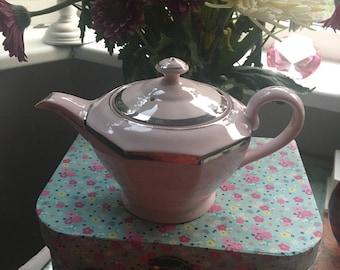 Beautiful vintage baby pink teapot / pink 2 cup teapot / baby pink teapot
